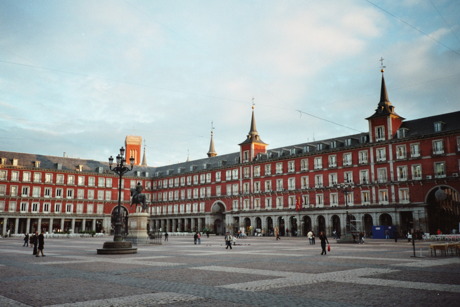 Plaza-Mayor-Madrid.jpg